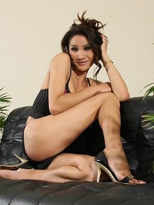 Exotic tgirl Tina shows her goodies