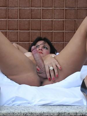 Seductive Gabriela Martins masturbating